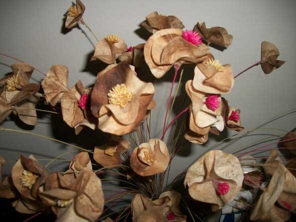Como fazer flores com filtro de café 004