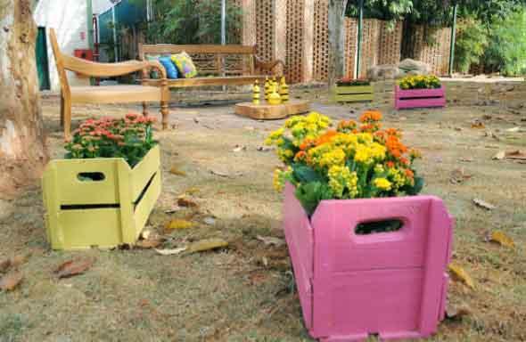 Caixotes de feira no jardim 008