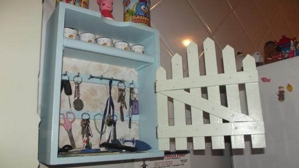 armário com gavetas antigas 003
