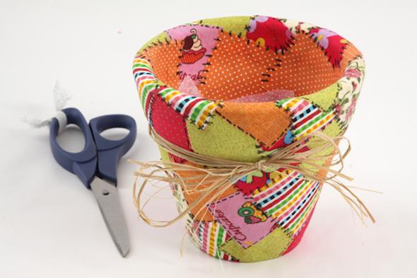 Como fazer vasos artesanais com material reciclado 016