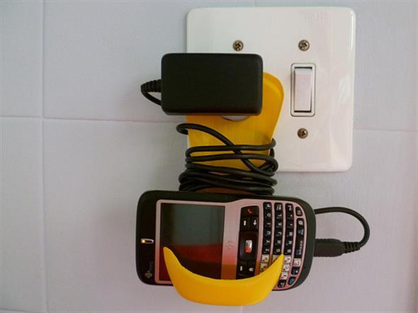 Porta celular de tomada 008