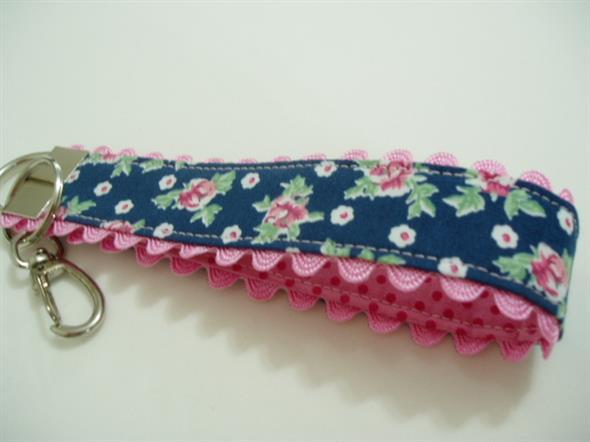 Veja como fazer chaveiro de tecido 011