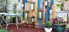 Quintal e jardim enfeitados com objetos artesanais