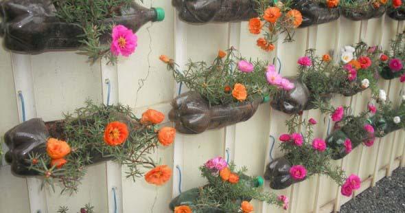 Resultado de imagem para jardim vertical garrafas PET